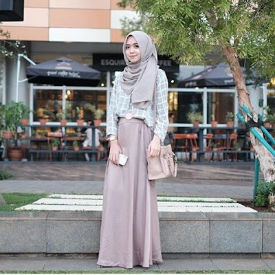 Baju Hangout Berjilbab Simple Casual