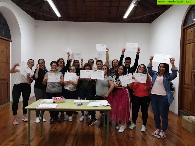 Concluye el curso de escaparatismo y empaquetado creativo organizado por la Asociación de Empresarios Casco Histórico