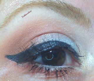 eye_makeup_look_simple_silver