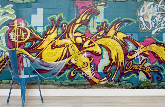 ungdomstapet graffiti tapet gul text killtapet pojktapet ungdomsrum fototapet
