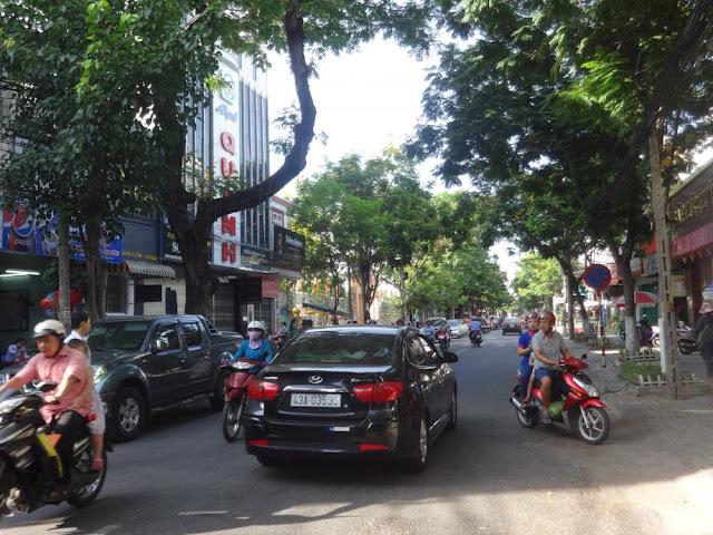 http://www.muanhadatdanang.net/2017/03/ban-dat-trung-tam-quan-hai-chau-da-nang-thuoc-duong-nui-thanh-chi1-ty-080-trieu.html