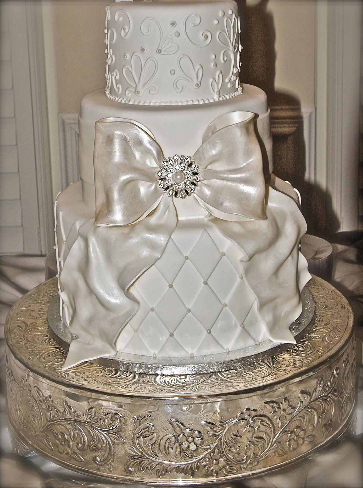 the good apple big bow wedding cake. Black Bedroom Furniture Sets. Home Design Ideas