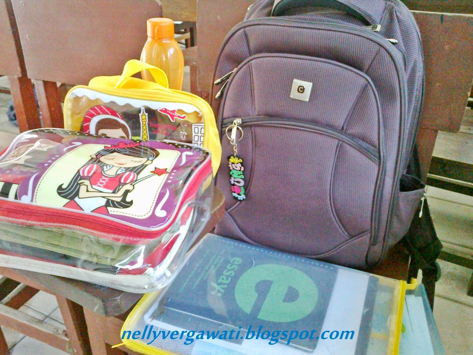 "Tadaaaaa begitulah profil picture about beloved backpack ransel kesayangan ini juga berhiaskan mainan gantung yang bertuliskan ""ILOVEUMAK"" saya sangat"