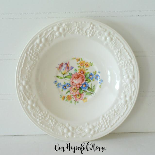 Homer Laughlin Eggshell Theme flowers plate