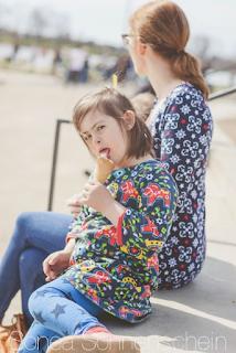 Katharina Weides mit ihrer Tochter Sonea, die das Down - Syndromm hat