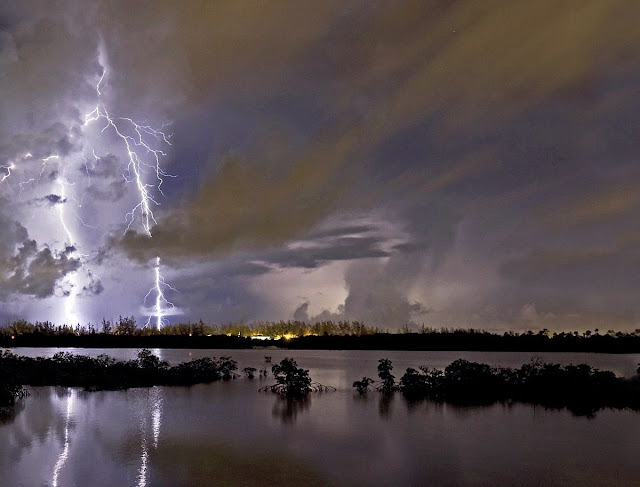 thunderstorm lightning lake night nature picture