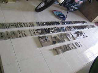 Custom Furniture Semarang - Huruf Timbul Nama Perusahaan Bahan Stainless Steel