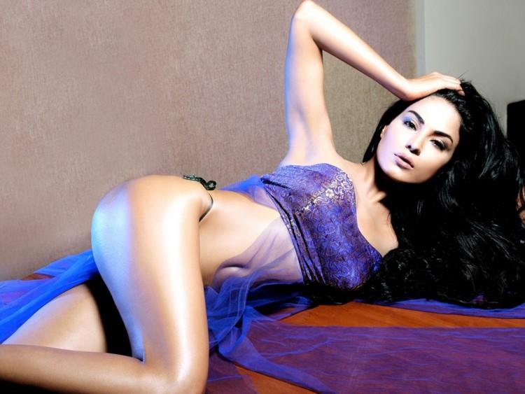 Bollywood actress sexy pose