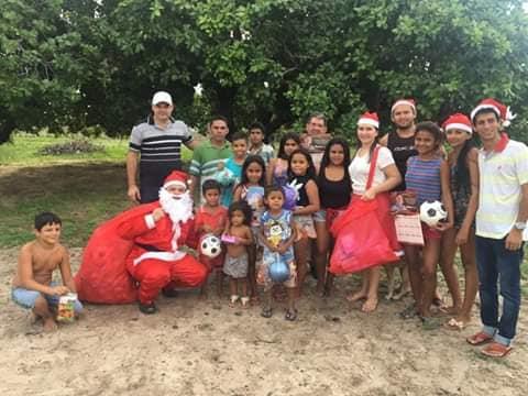 Grupo da renovação com o apoio do Dep. Romeu Aldigueri distribuem e fazem o Natal das crianças. Confira!