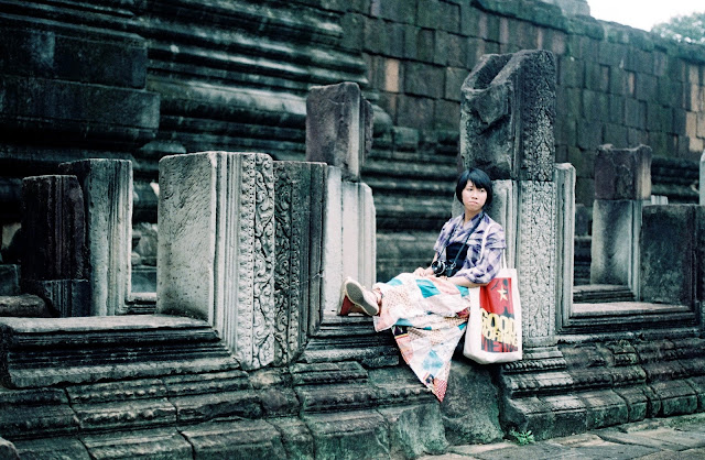 Touriste chinoise à Angkor Wat . Photographie par Khánh Hmoong (CC)