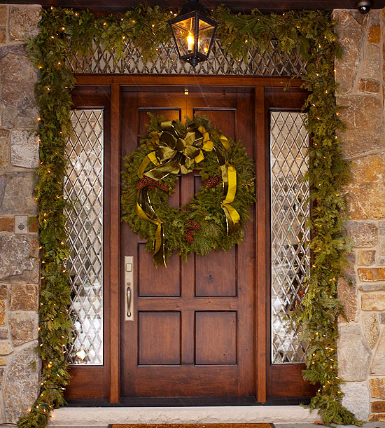 10 Christmas Decorating Ideas For Your Front Door