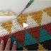 crochê, utilizando 06 (seis) cores distintas entre si!  E desenho geométrico...