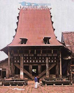 Rumah Adat Desa Bawömataluo