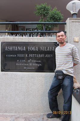 jimmy hatha vinyasa yoga อนิจจา เมื่อครูจิมมี่ต้องมาอาคม
