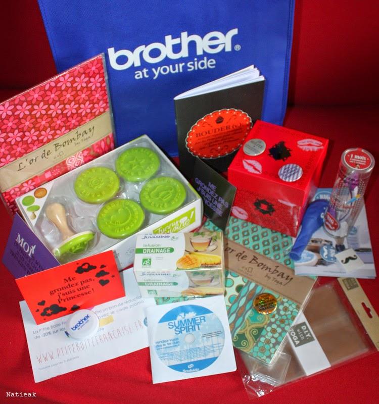 sac rempli de cadeaux offert par les partenaires de l'atelier