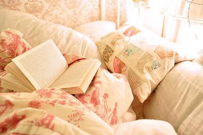 Terminer ma journée sur un livre m'aide beaucoup à mieux dormir