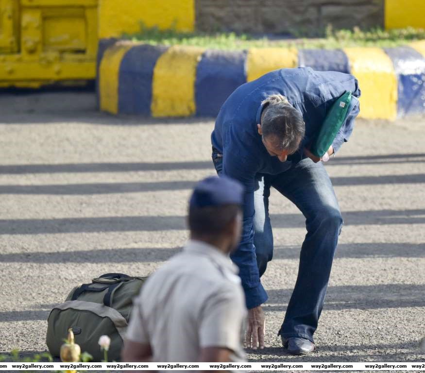 Sanjay also touched the ground as he came out of Yerawada prison