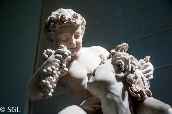 Museo arqueologico de Napoles. Escultura Satiro con el infante Dionisio