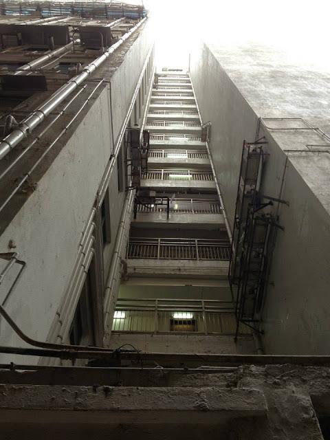 Hotel widok w górę na klatkę schodową