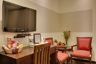 hotel with room and breakfast in delhi