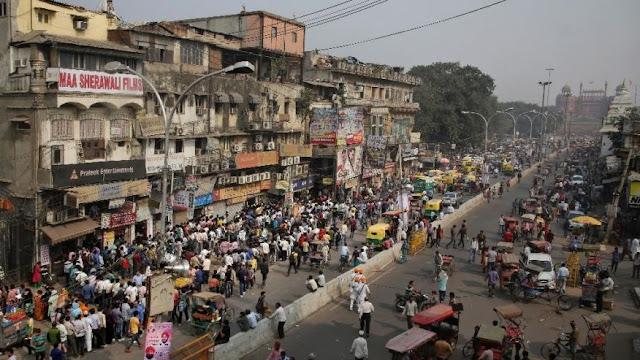 Dòng người đi đổi tiền tại Ấn Độ