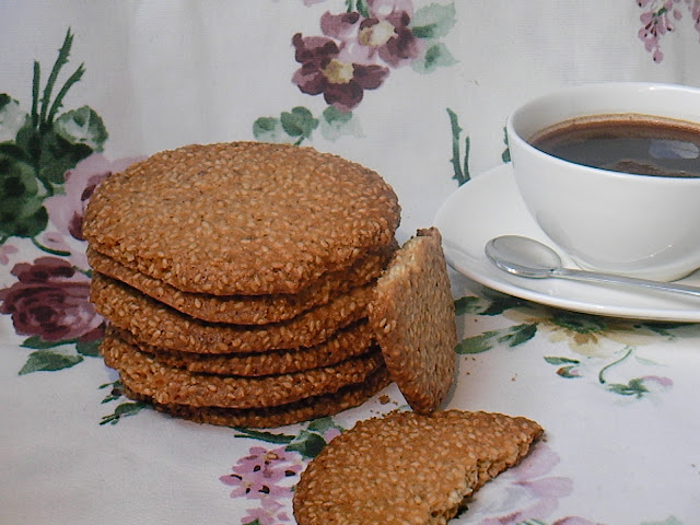 Хрупкави сусамени бисквити