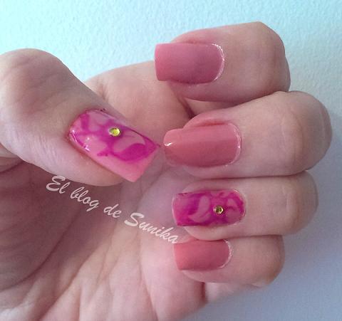 manicura rosa izquierda