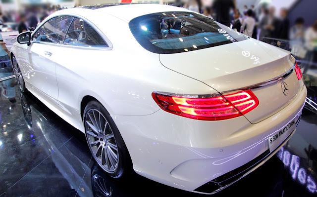 Đuôi xe Mercedes S500 4MATIC Coupe được thiết kế thể thao AMG