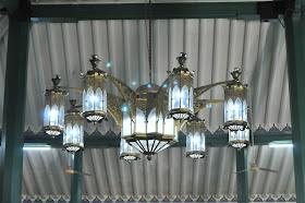Lampu gantung masjid agung palembang