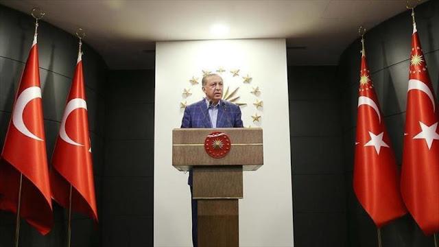 """Erdogan alaba la """"histórica"""" decisión de turcos en el referendo"""