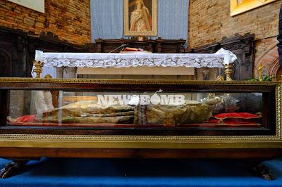 Το ιερό σκήνωμα της Αγίας Ελένης (7) https://leipsanothiki.blogspot.be/