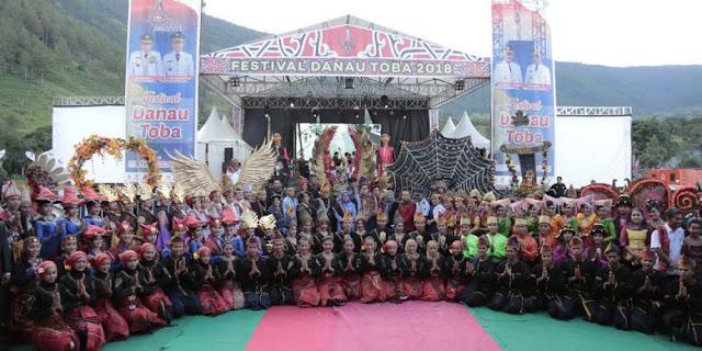 Tarian Era-Era Bikin Pembukaan Festival Danau Toba 2018 Meriah