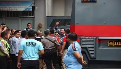 Ahok Dipindahkan dari Rutan Cipinang ke Mako Brimob
