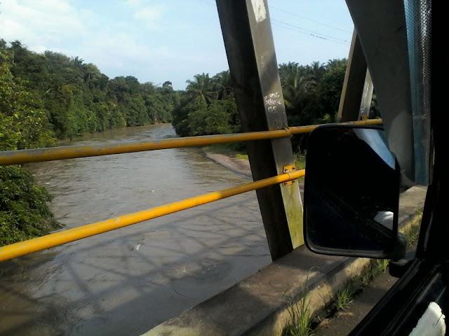 Satu di antara banyak sungai di sepanjang jalan menuju Bahorok Langkat
