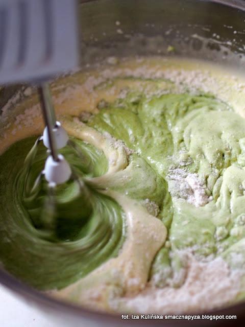 ciasto szpinakowe z bakaliami, zielone ciasto, babka szpinakowa, zielona babka, szpinak, bakalie, keks szpinakowy, ciasto ze szpinakiem