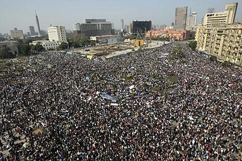 9a37a555de AP_Egypt_Tahrir_Square_01Feb2011_480.jpg