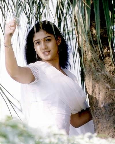 Nayanthara navel show