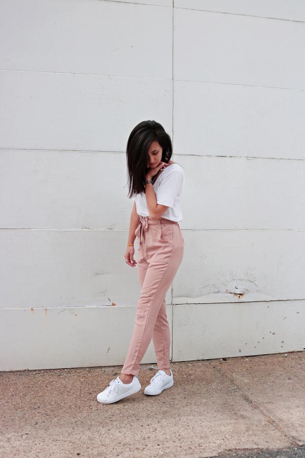 White t-shirt, blush pink pants, white adidas sneakers