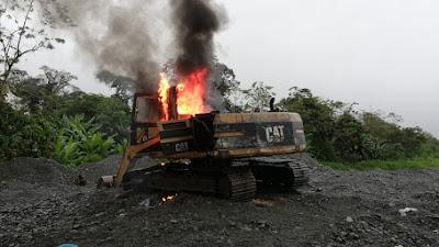 Por Minería ilegal destruyen una draga y dos retroexcavadoras en Yuto