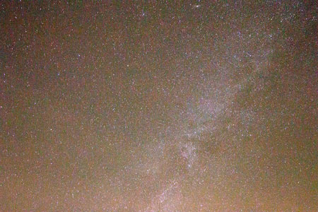 Overhead view of Milky Way in this 40 second, 10mm DSLR image (Source: Palmia Observatory)