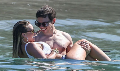 hilary-duff-enjoys-romantic-holiday-with-koma