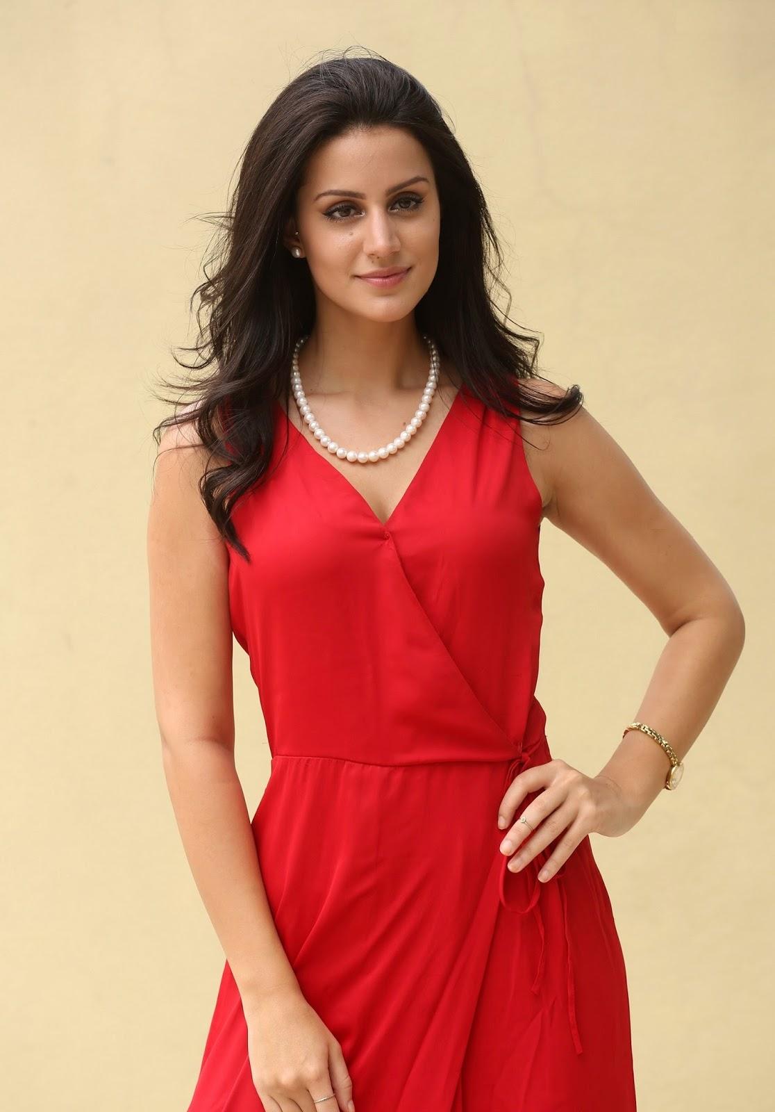 Kamapichachi No Wear Dress Brazilian Beauty Larissa Bonesi Looks Super Sexy In Red