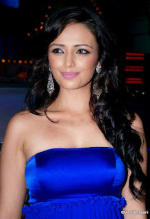 Roshni chopra hot, husband, designs, baby, bikini, instagram, designer, age, biography, hot, in saree, siddharth anand kumar and, feet, deeya chopra and, wedding, married, pregnant, marriage, saree, photos, biography