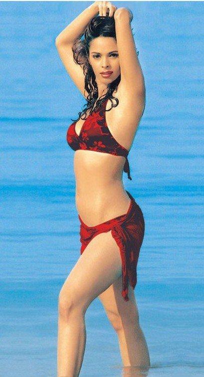 Kajal Agarwal Unseen Deep Cleavage Boobs Show Bra Visible