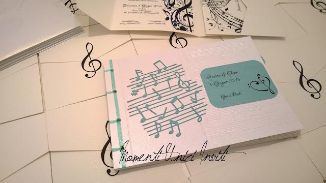 3ae Le partecipazioni e il guest book di Andrea e ElenaColore Bianco Colore Nero Colore Tiffany Guest Book Tema Musica