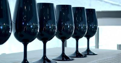 Blog vin Beaux-Vins accessoires winelover verres noirs dégustation oenologie