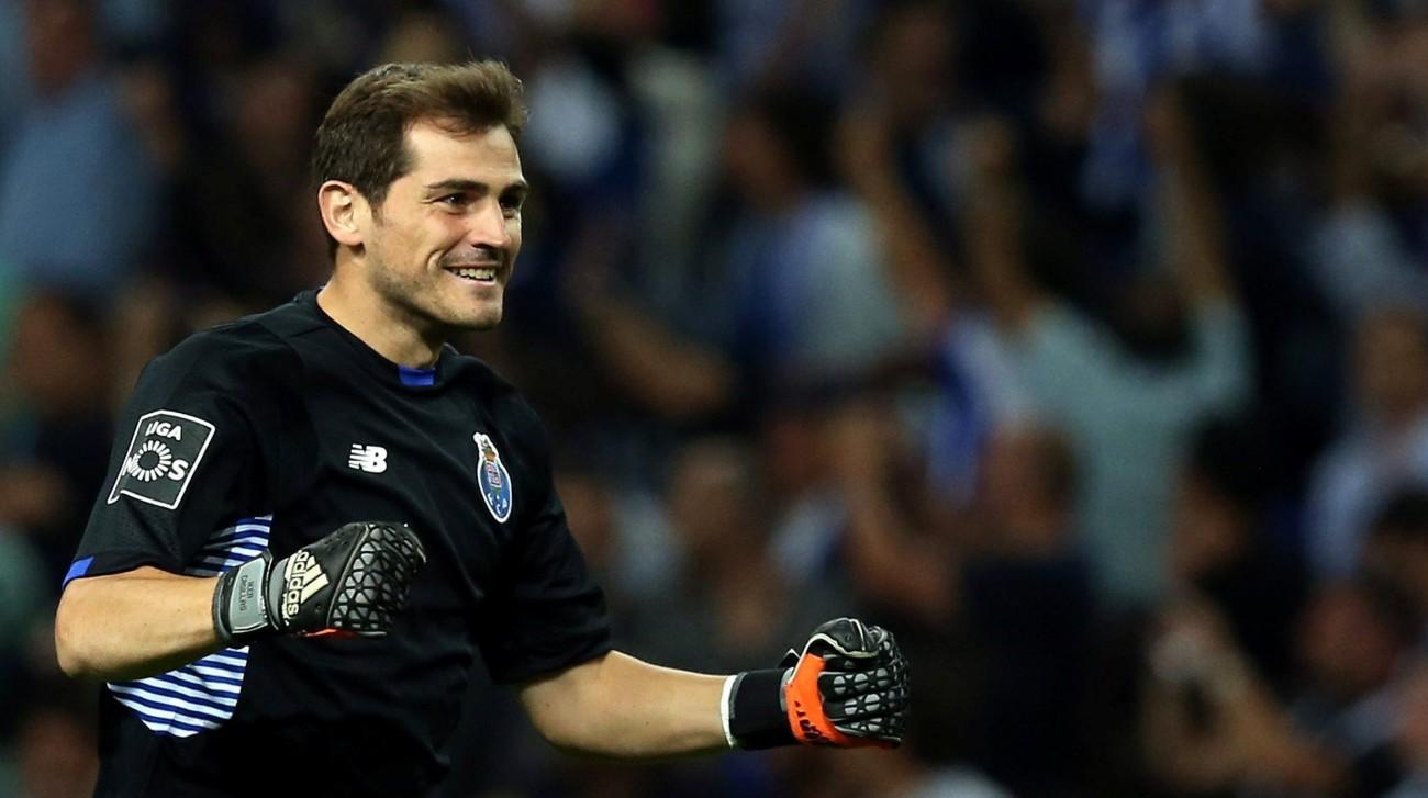 b5b7307920a51 Se Iker Casillas deixou o Real Madrid em baixa com os madridistas, em  Portugal, mais precisamente no FC Porto, o goleiro vive um bom momento  também fora das ...