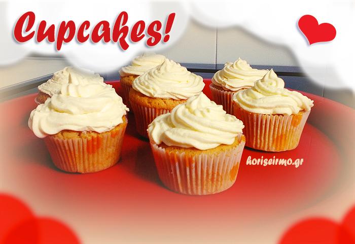 κεκάκια cupcakes σε κόκκινο φόντο με λευκή βουτυρόκρεμα συνταγή