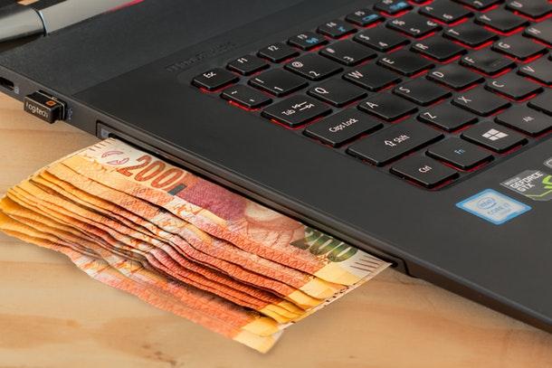 أفضل خمس طرق للربح من الإنترنت آلاف الدولارات