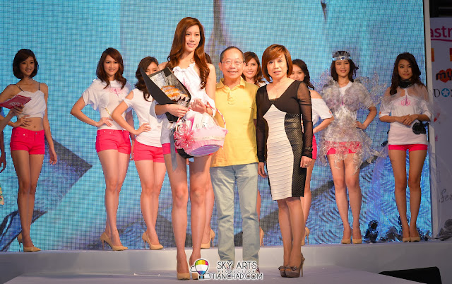 "Zhiny won the ""最佳人气女神奖"" @ Miss Astro Chinese International Pageant 2013 Top 10"